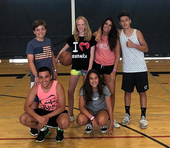 Baloncesto como deporte rey durante un Año escolar en Canadá