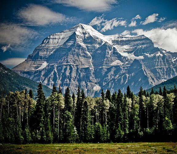 Estudiar bachillerato en Canadá nos brindará la oportunidad de disfrutar el país que más ama la naturaleza. En esta foto observamos las rocosas de British Columbia.