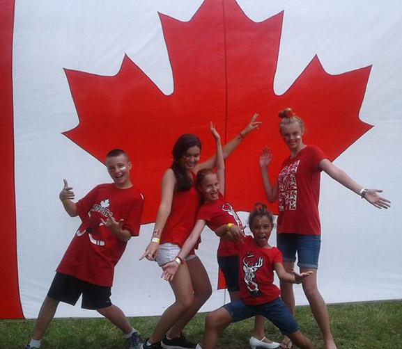 Canadá es una sociedad bilingüe. El año escolar con CLS idiomas se desarrolla en las provincias anglófonas donde el inglés es la lengua oficial. Sin embargo, es posible estudiar un plan académico bilingüe en francés